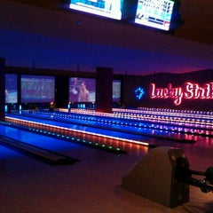 Photo taken at Lucky Strike Chicago by Dilara H. on 10/14/2011