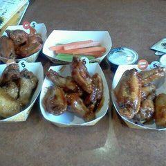 Photo taken at Buffalo Wild Wings by Elishia W. on 9/27/2011