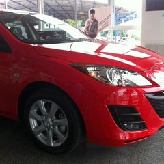 Photo taken at Mazda Dream Car Center by Paophu M. on 7/13/2012