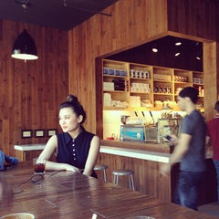 Photo taken at Blue Bottle Coffee by Minnow P. on 4/4/2012
