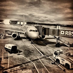 Photo taken at Edinburgh Airport (EDI) by Dirk S. on 8/26/2012