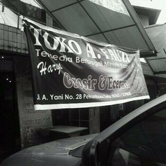 Photo taken at Toko fauzi by Rahmatdillah H. on 9/10/2011