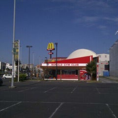Photo taken at McDonalds by Aitor on 3/31/2012