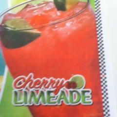 Photo taken at Steak 'n Shake by Mr. F. on 8/24/2011