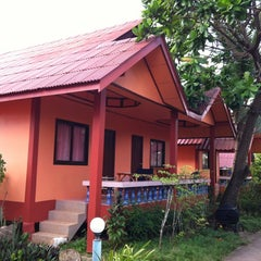 Photo taken at Lanta New Beach Bungalows by Sergio Z. on 7/31/2012