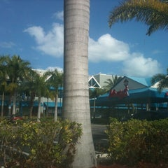 Photo taken at Monty's Fish and Stone Crab Restaurants by Frank C. on 3/3/2011