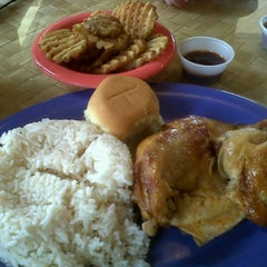 Photo taken at Pollo Tropical by Beatrice S. on 8/29/2012