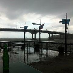 Photo taken at ริมทะเล by Se7eN &. on 8/30/2012