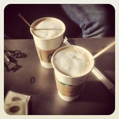 Photo taken at Starbucks by Karlo V. on 9/10/2012