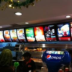 Photo taken at KFC & Pizza Hut Subang 2 by Abd Wahid on 8/23/2012