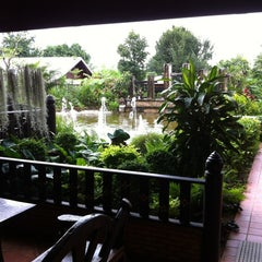 Photo taken at นาราวดี สปาแอนด์รีสอร์ท by ยุทธ์ เ. on 8/12/2012