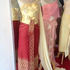 Photo taken at ร้านคุณน้อง Wedding & Studio มหาชัย สมุทรสาคร by iSapphawat on 8/16/2012