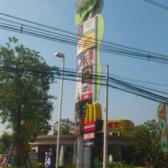 Photo taken at The Paseo (เดอะ พาซิโอ) by Jongkon S. on 10/19/2011
