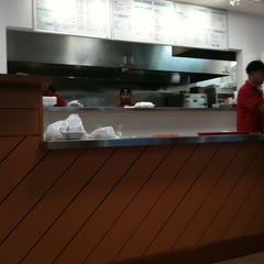 Photo taken at Lee's Asian Grill And Noodle by Joseph B. on 9/18/2011