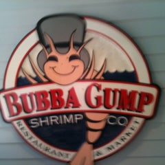 Photo taken at Bubba Gump Shrimp Co. by Lara P. on 6/15/2011
