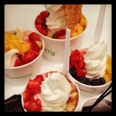 Photo taken at Pinkberry by Лидочка . on 9/12/2012