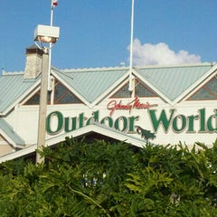 Photo taken at Bass Pro Shops Outdoor World by Joe O. on 5/26/2011