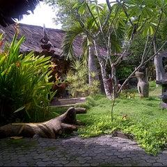 Photo taken at Rumah Makan Prima spesial kepiting Comal by Rycha K. on 1/24/2012