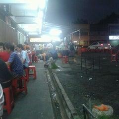 Photo taken at Kedai Kopi Beng Huat by Wei K. on 12/3/2011