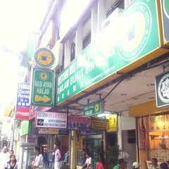 Photo taken at Nasi Ayam Hainan Chee Meng by Flextro on 2/18/2011