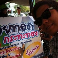 Photo taken at กล้วยทอดกระทะทอง by Cha W. on 2/6/2011
