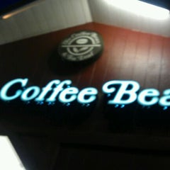 Photo taken at The Coffee Bean & Tea Leaf® by Eric L. on 1/31/2012