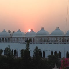 Photo taken at Sheraton Udaipur Palace Resort & Spa by Bruce C. on 12/24/2011