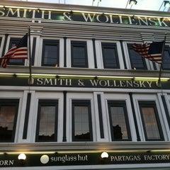 Photo taken at Smith & Wollensky - Las Vegas by Edward K. on 5/8/2012