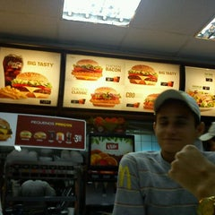Photo taken at Mc Donald's by Gregorio C. on 4/10/2012