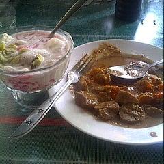 Photo taken at Tong lila resto by imaulana on 3/31/2012