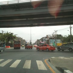 Photo taken at แยกท่าพระ (Tha Phra Intersection) by Muay M. on 6/1/2012