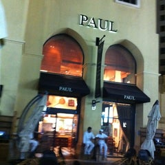 Photo taken at Paul Cafe كافيه باول by Layth S. on 3/16/2012