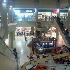 Photo taken at Shopping do Vale by Fernanda L. on 8/25/2012