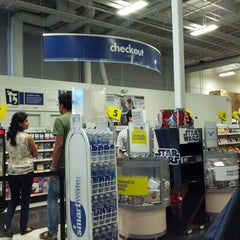 Photo taken at Best Buy by Mindiesel D. on 6/11/2012