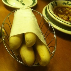 Photo taken at Olive Garden by Dan T. on 5/25/2012