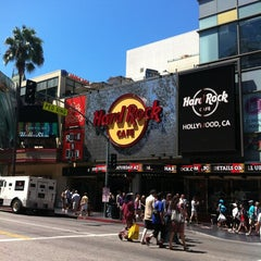 Photo taken at Hard Rock Cafe Hollywood by Luca Z. on 8/14/2012