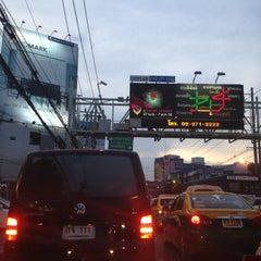 Photo taken at แยกรัชดา-ลาดพร้าว (Ratchada-Lat Phrao Intersection) by ♡Ploy♡ K. on 5/2/2012