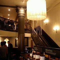 Photo taken at Starbucks by Luis Oscar M. on 8/28/2011
