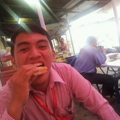 Photo taken at Warung Makan Lorong by Haz on 1/30/2012