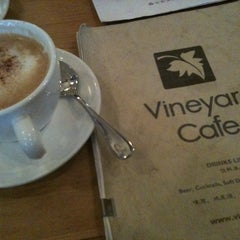 Photo taken at 葡萄院儿 Vineyard Cafe by Janette L. on 10/23/2011