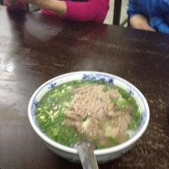 Photo taken at Phở Đuôi Bò by Đức Đ. on 2/25/2012