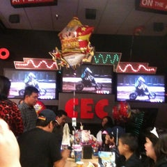 Photo taken at Chuck E. Cheese's by Mei Laarnee on 3/13/2011