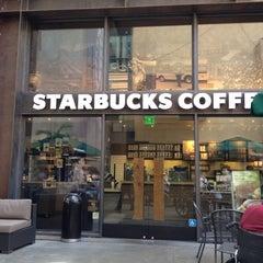 Photo taken at Starbucks by Paulo G. on 4/27/2012