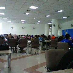 Photo taken at Library uthm (bilik perbincangan 24 jam) by Morn A. on 10/14/2011