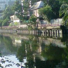Photo taken at ท่าเรือโรงเรียนวิจิตรวิทยา (Vijitvittaya School Pier) E12 by Nut N. on 10/21/2011