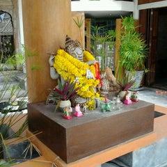 Photo taken at Pariya Resort & Villas Haad Yuan Koh Phangan by Kookai N. on 8/19/2011