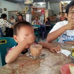 Photo taken at Solong Coffee by Kiki P. on 9/3/2011