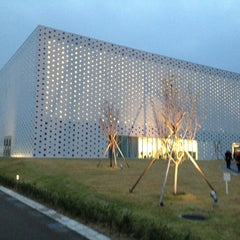 Photo taken at 金沢海みらい図書館 by David B. on 11/18/2011
