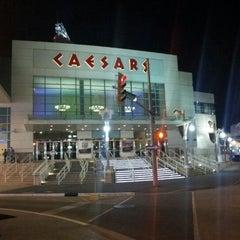 Photo taken at Caesars Windsor Hotel & Casino by Juwon K. on 4/26/2012