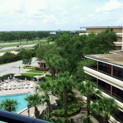 Photo taken at Rosen Inn at Pointe Orlando by Ricardo S. on 9/1/2012